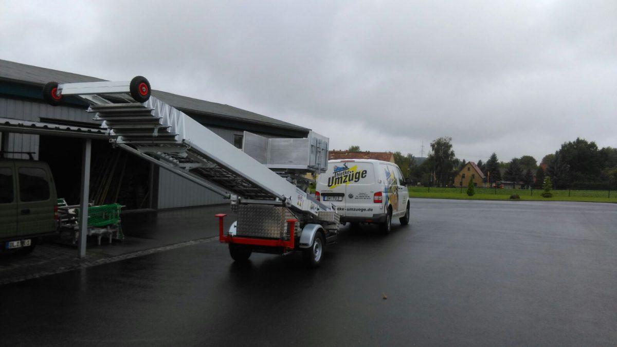 Thietke Umzüge - Transporter mit Möbellift