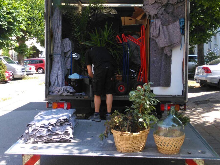 Thietke Umzüge - Uwe beim Verladen